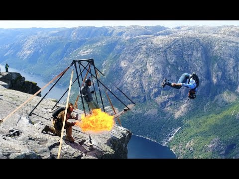 Amazing basejumpers at Kjerag (Spectacular Norway).
